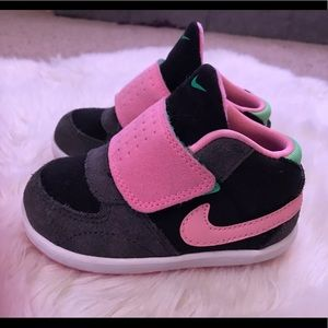 Baby girl Nike sz 5 sneakers pink green black gray